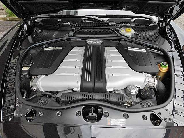6000cc W12ターエンジンは快調で驚異の加速感を生み出します!