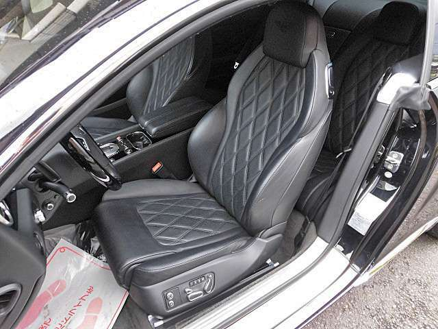 マリナードライビングパッケージのダイヤモンドキルトレザーとベントレーエンブレム刺繍が施された質感の高いシート!