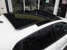 希少!パノラマガラスサンルーフ◆業界でも厳しいとされる第三者検査機関AISがつけた信頼のある評価は修復歴無、機関正常の4点。高い評価をいただきました!車両品質評価書付きのカーセンサー認定車両です。