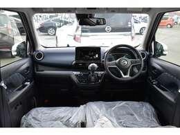 運転席周りは汚れが目立ちにくく落ち着いた雰囲気のあるブラックです!