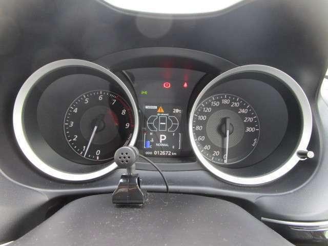 300km/hフルスケールスピードメーター&タコメーター。