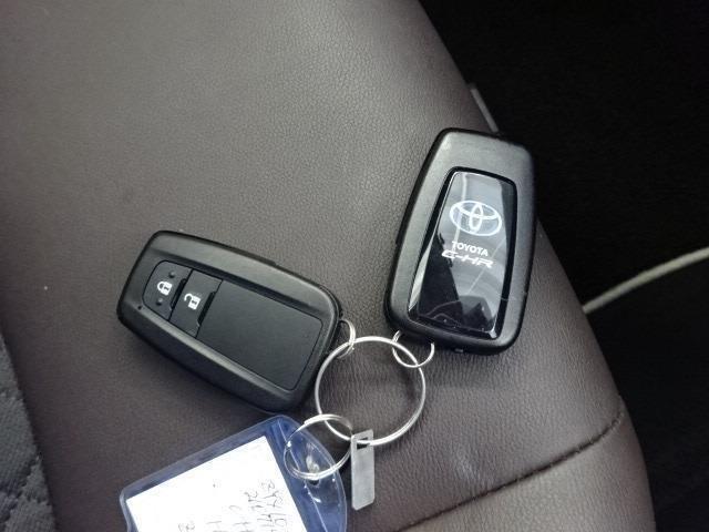 スマートキー2本付き!キーをポケットやカバンに入れておくだけでドアの施錠・開錠やエンジンスタートの操作が簡単です!