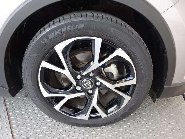 純正18インチアルミ!タイヤサイズは225/50R18です