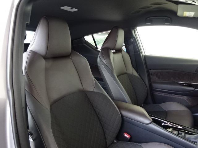 インテリア・シートカラーはブラック&ブラウン基調!嬉しい前席シートヒーター機能付き!