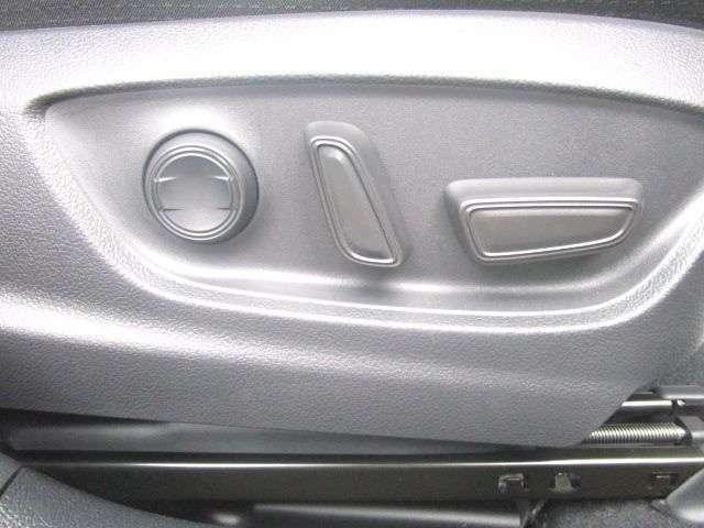 電動にてシートポジションが設定出来る運転席です!