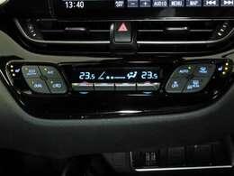 左右で温度調整の出来るデュアルオートエアコン完備☆快適な車内空間で会話も弾みます♪寒い日も快適♪シートヒーター装備!