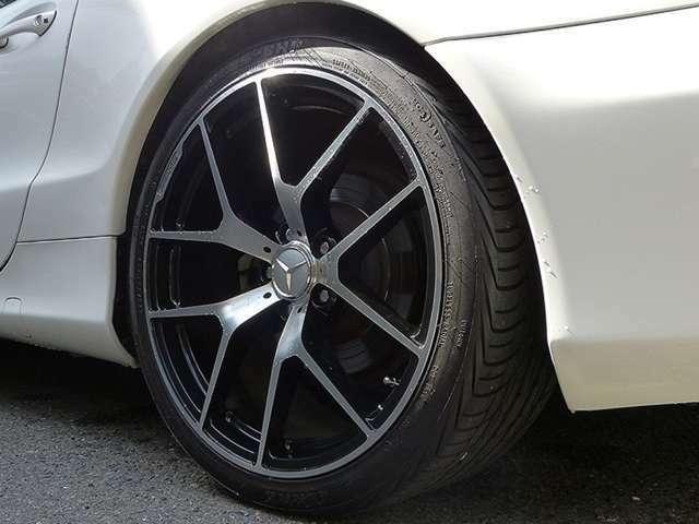 ・20インチアルミホイール   ・タイヤ/ F)245/35ZR20 R)275/30ZR20  ・ロワリングキット