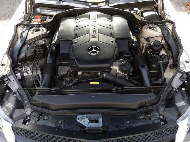 ■V型8気筒SOHC 306ps ■10・15モード燃費 6.8km/リットル ■燃料タンク容量 80リットル