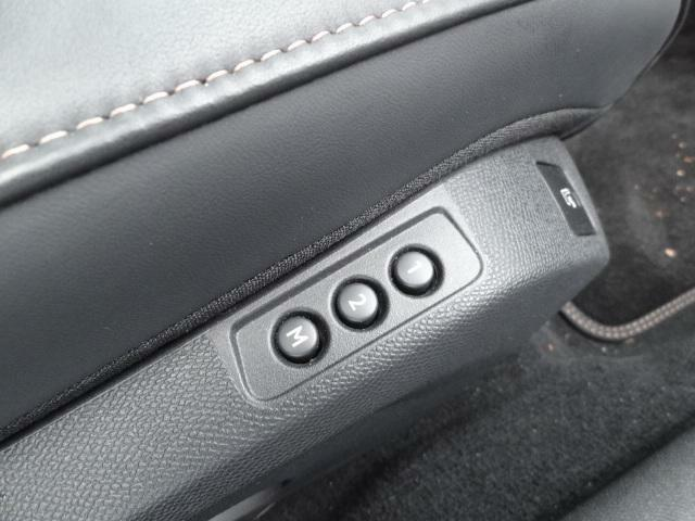 フロントパワーシート(フロントリクライニング/フロント8ウェイ/運転席メモリー付) マルチランバーサポート