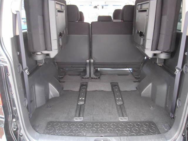 3列目のシートを収納すると、とても広いラゲッジスペースが出来、荷物も沢山入ります