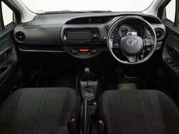 リヤから見たフロントシートまわりです。 内装の雰囲気や装備面など参考にしてください。