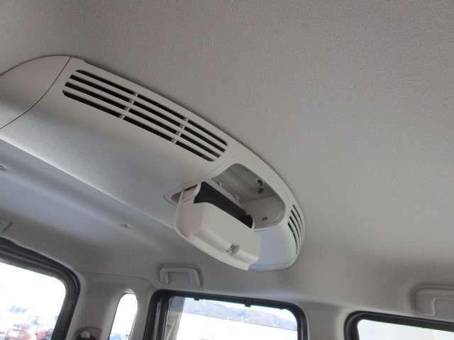 リヤへ風を送り車内を快適に保つリヤサーキュレーター付きです。