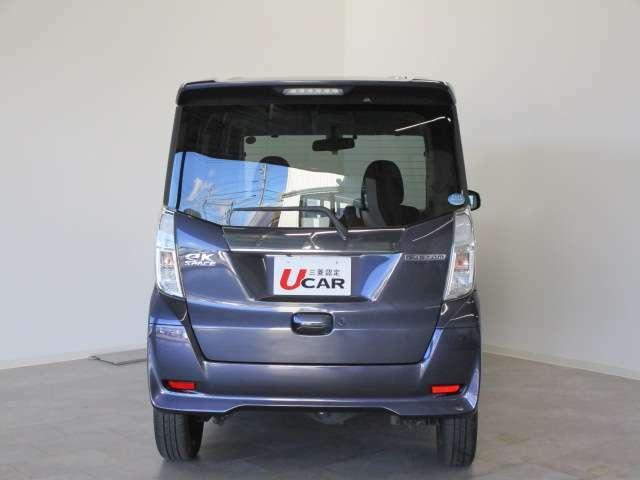 マルチアラウンドモニター付きで狭い駐車場や車庫入れでは便利で助かる装備です。
