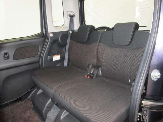 リヤシートは最大260mmのスライド量がありゆったり乗車出来ます。