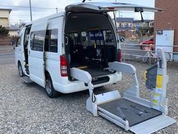 トヨタ ハイエースコミューター GL ウェルキャブ 車椅子4基 福祉車両 電動ステップ 4WD