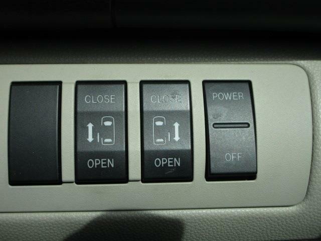 ■ 装備4 ■ 両側電動スライドドア:お子様のいるご家庭ではもはや必須装備ではないでしょうか…。両側電動をオススメします!