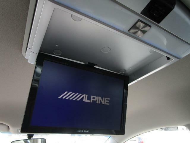 ■ 装備3 ■ ALPINE大型フリップダウンモニター:ALPINE社の大画面、高画質なフリップダウンモニター!