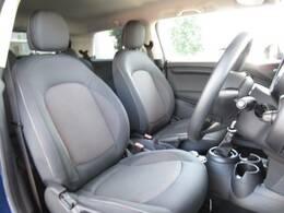 ゆとりのあるシートは乗る人の体形を選ばず、快適に長距離ドライブも楽しめます。