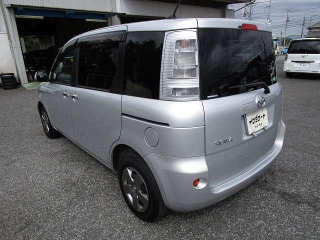 シエンタダイスの左リヤビュー UV&プライバシーガラスで、車内の紫外線&プライバシーをシャットアウト