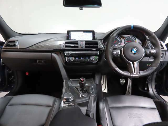 プレミアムセレクション目黒では、ご納車前のお客様の大切なお車の整備・クリーニングについては全車・車両代に含まれております。