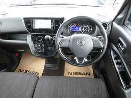 見やすいメーターまわりがドライブをサポート致します。