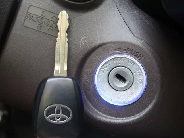【キーレス】少し離れた場所からでもボタン一つでドアの開錠・施錠ができるのでとっても便利!ドアの鍵穴周りに傷をつけることもありません