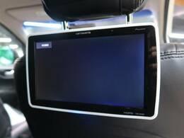 後席モニター装備でございます!後部座席の方も退屈せずドライブが可能でございます!!