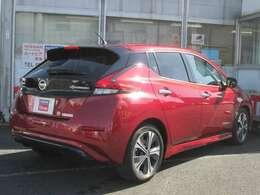 外装色:ラディアントレッドPMです。当社が試乗車及び社有車として使用した車です。新車保証も継承してお渡します。