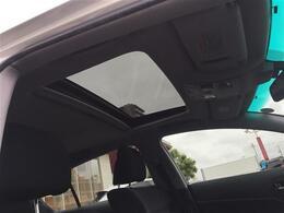 【サンルーフ】開放感溢れる空間でドライブをより一層楽しめます♪