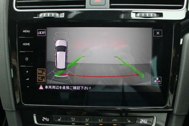 リヤビューカメラはガイドライン表示と相まって車庫入れも楽々です。