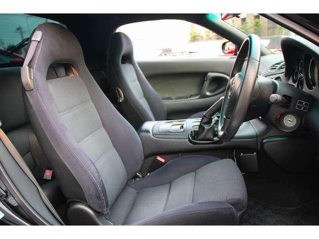 大切なお車に万一の際の安心を。当社では自動車保険を取り扱っております。お客様のご要望に合わせて保険内容をご提案しますので、自動車ご購入の際だけでなく、保険更新の際の見直しでもお気軽にご相談ください。