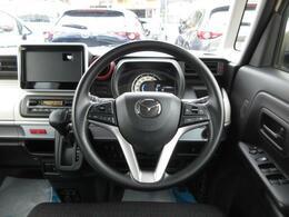 高い天井で開放感のある車内空間と、ワイドなフロントガラスにより運転もしやすくなっております。