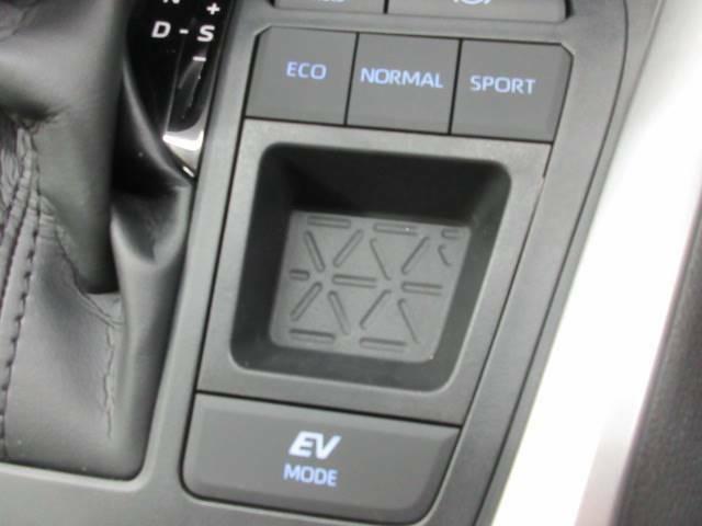走行モードもボタン一つで変更可能!日々のドライブが楽しみになります!