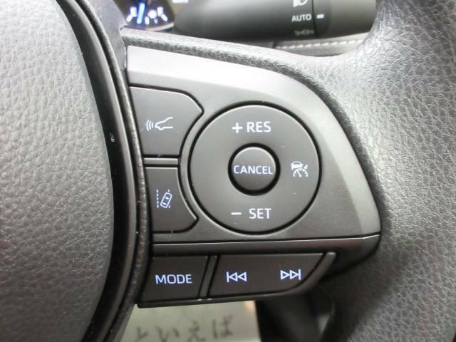 【レーダークルーズコントロール】アクセル操作をしなくても、前方車両の速度に合わせてくれます。