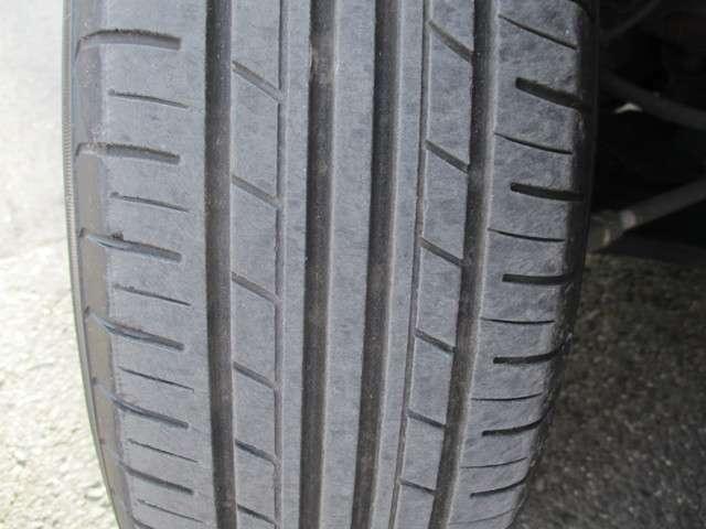 左フロントタイヤ溝3mm