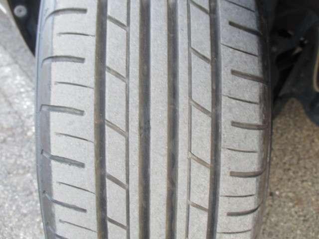 右フロントタイヤ溝3mm