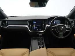 上品な本革仕様に北欧デザインあふれる内装のV60CCをご紹介♪大きな純正ナビに、360°ビューカメラが標準で装備されています!季節によっては欠かせないシートヒーターもついています♪