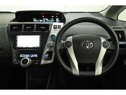 視線移動を少なくするため、メーターをセンターに配置! デジタル表示でとても見やすく、安全運転のお役に立ちます。