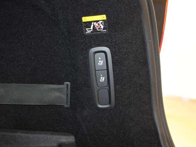 トランクに長尺物を積む際にも、わざわざシート側に回らずにボタン操作一つでリアシートを倒すことが出来ます!