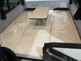 テーブルを付けたままベッド展開が可能です!