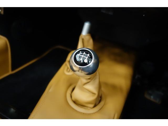 車両重量870kgの4/4 5速マニュアルで軽快なドライブをお楽しみ下さい