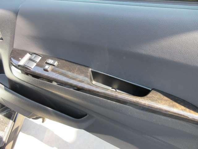 専用ドアパネルとなります♪ グレード専用木目パネル搭載で高級感のある仕上がりとなります♪