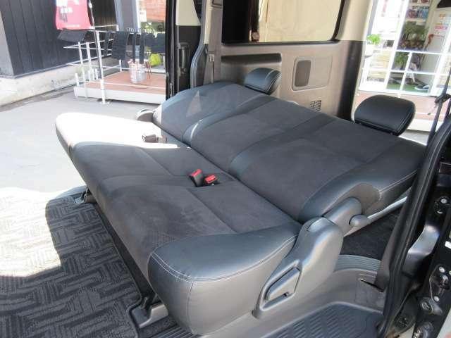 後席は、フラットにもなります♪ シートコンディションも素晴らしく、とても綺麗な状態となります♪