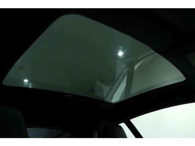 JAGUAR・LANDROVERの『APPROVED認定中古車』は、24ヶ月走行無制限保証。新車に適用される保証と同様のもので、純正部品だけを使い、専門のトレーニングを受けた整備士だけが作業を担当いたします。