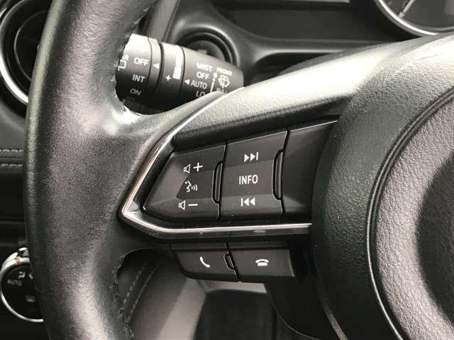 【ステアリングスイッチ】手元でナビやオーディオの操作ができますので使いやすくて安全です。