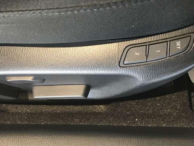 パワーシートで身体にぴったりあったドライブポジションで運転を楽しめます!いつでも同じ位置に合わせられるメモリー機能付きで便利です!