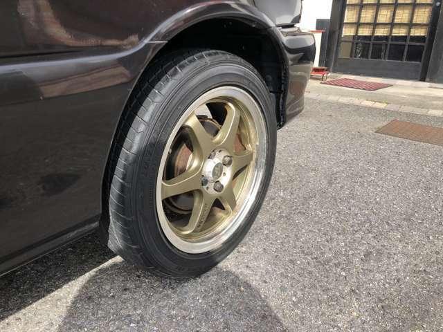 タイヤサイズは前後共195/50-15となります。