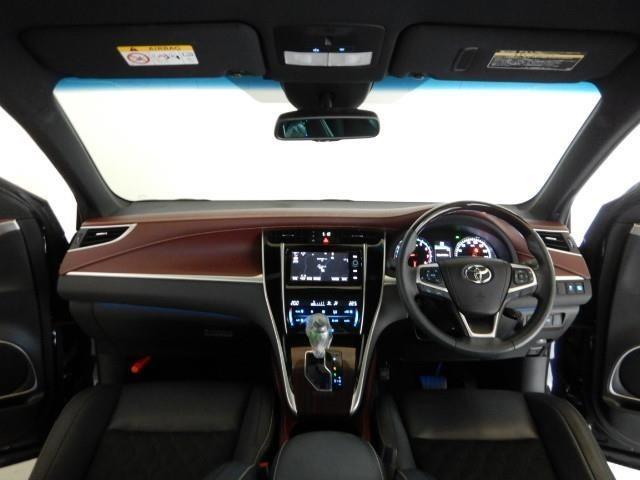 インストルメントパネルは、スイッチ類も機能的に配置され、車の運転が楽しくなります。