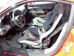インテリアグレーアルカンターラ/運転席シート上下リフター/カーボンファイバーレーシングシート