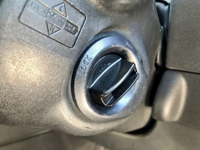 【インテリキー 】ドアの施錠・解錠はボタンで操作が可能です。